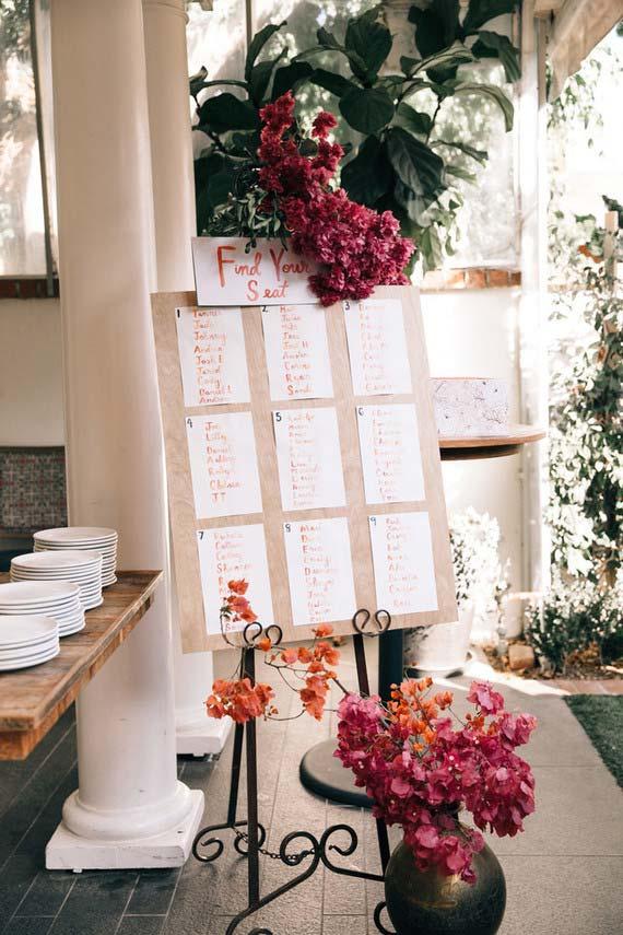 Casamento simples: uma maneira fácil e descomplicada dos convidados encontrarem seus lugares à mesa