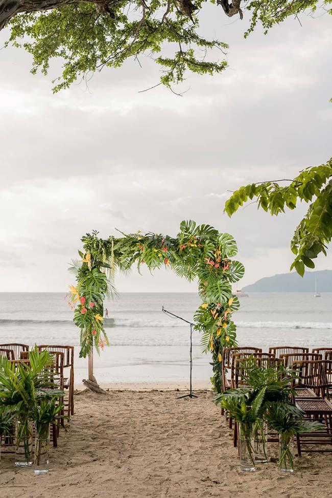 Casamento na praia decorado de modo simples