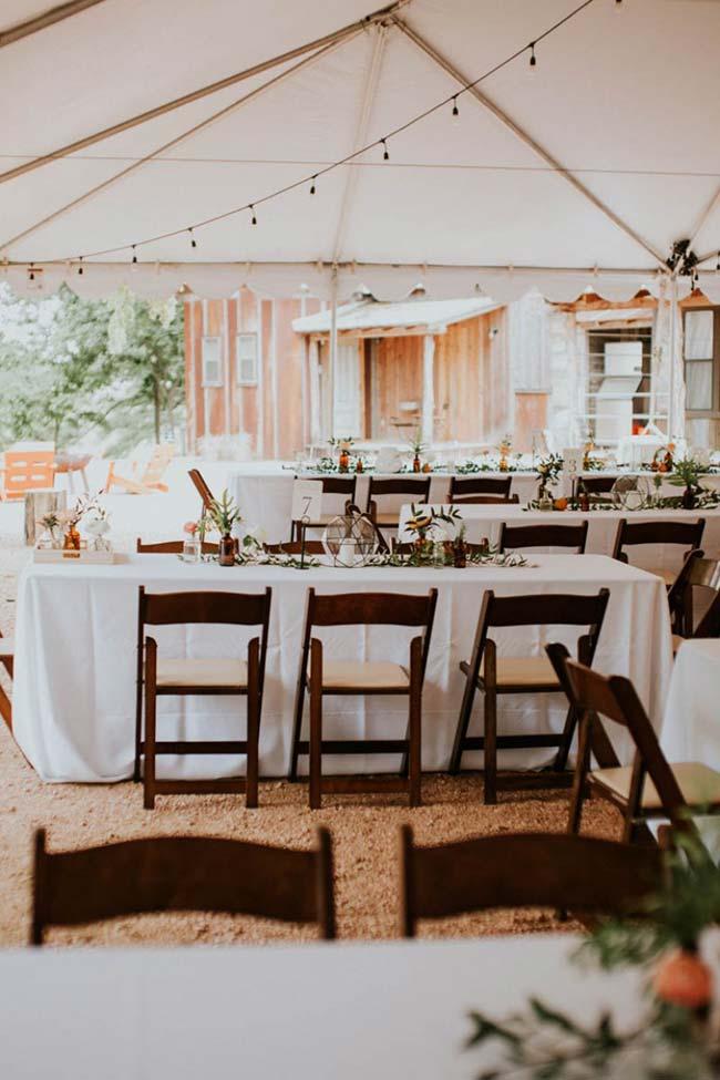 Casamento simples: busque por arranjos de mesa diferentes e que fujam do comum