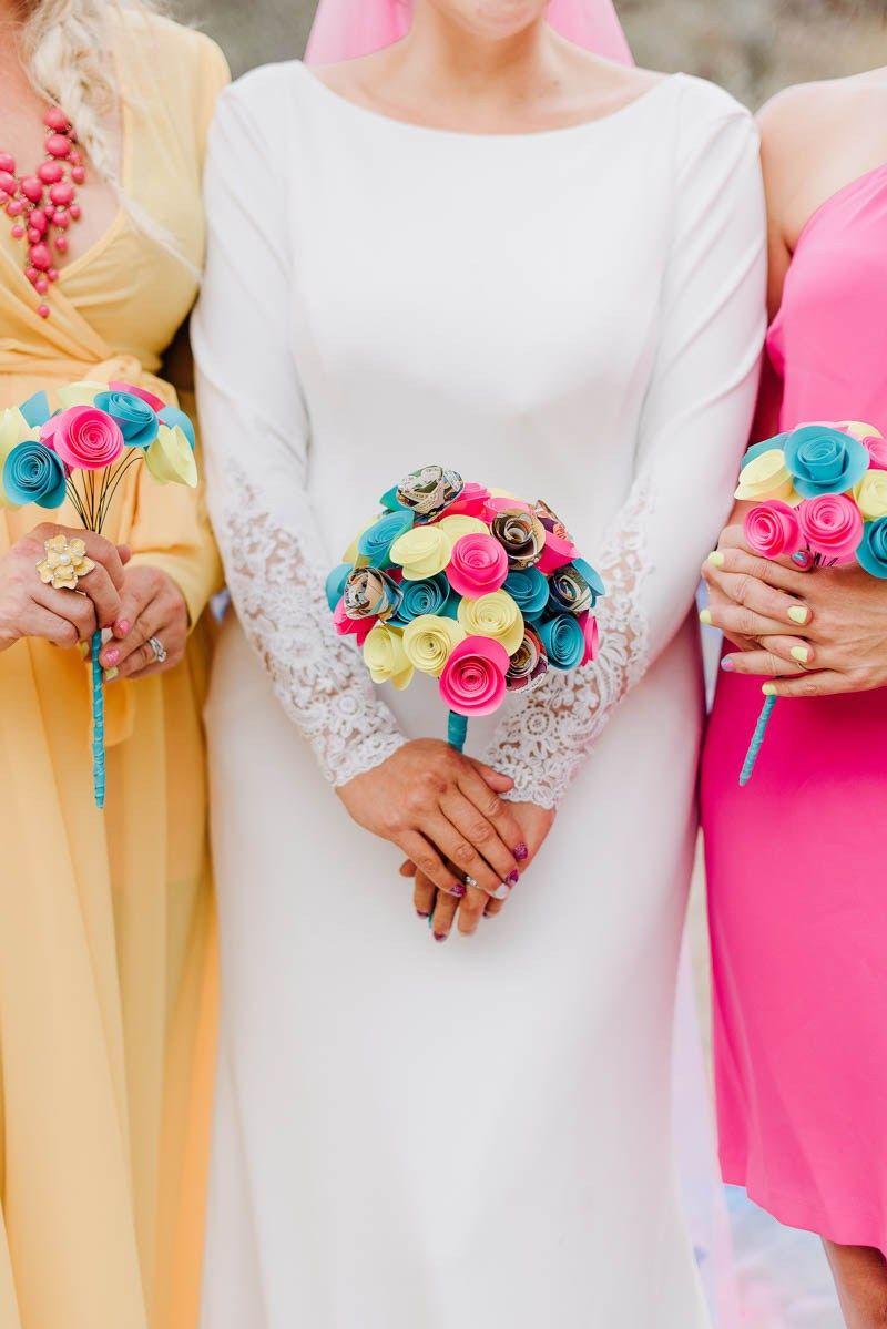 Buquê da noiva e das demoiselles feito com flores de EVA: colorido, alegre e muito barato