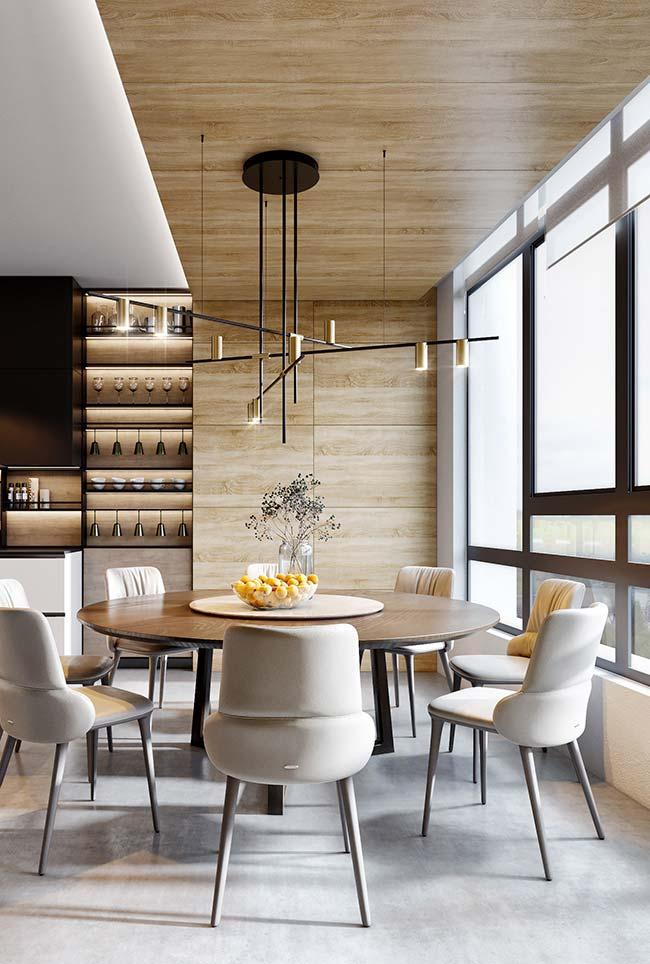 Para a sala de jantar espaçosa, uma mesa redonda com oito lugares