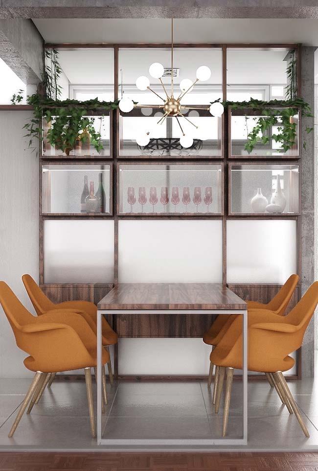 Tampo da mesa feito no mesmo material do armário, criando sensação de unidade para o conjunto