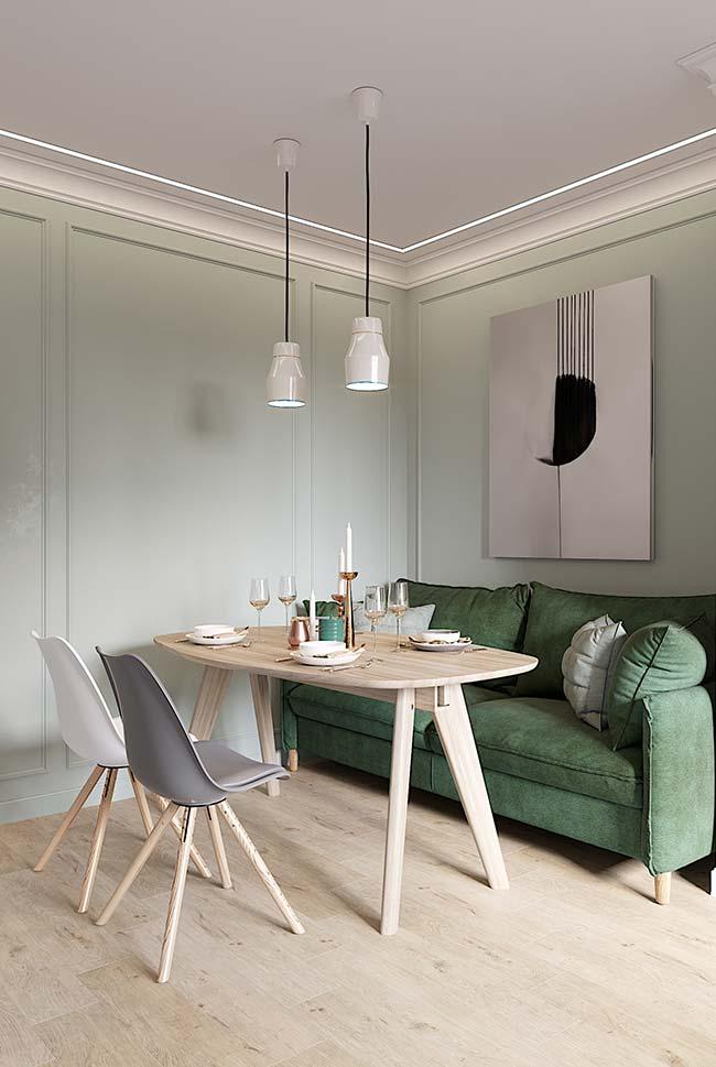 Aproveite o sofá da sala de estar para servir de assento na mesa de jantar