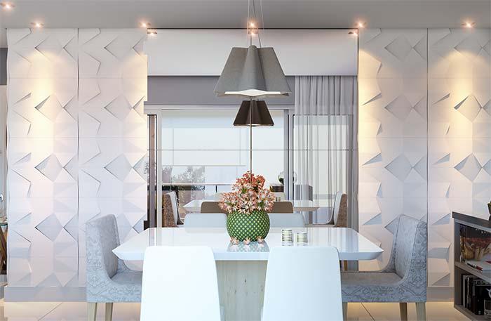 Salas de jantar: repare como o espelho posicionado ao fundo da mesa cria sensação de amplitude e profundidade