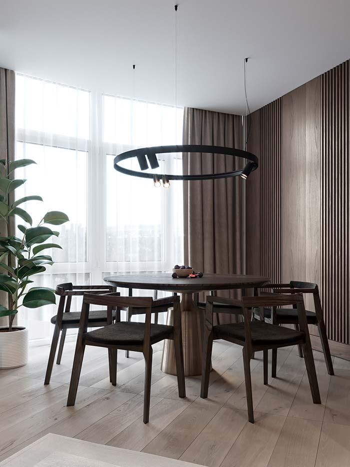 Luminária redonda na sala de jantar