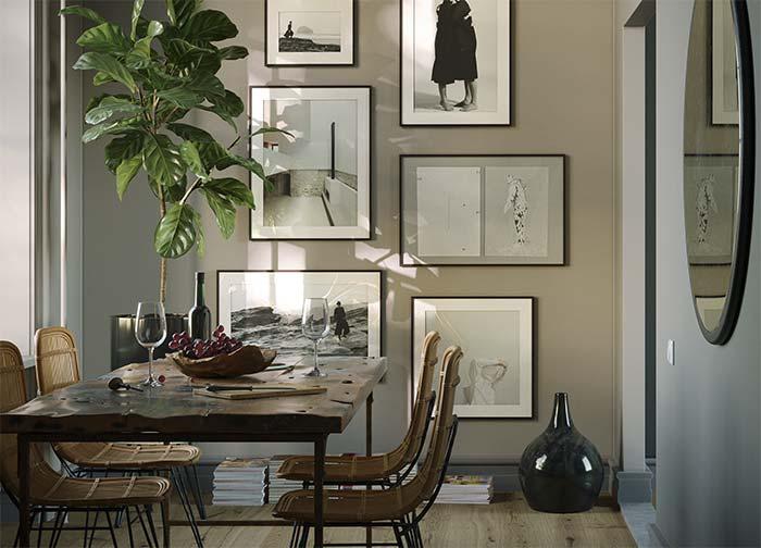 Plantas, fotografias, cadeiras de vime e uma mesa rústica de madeira