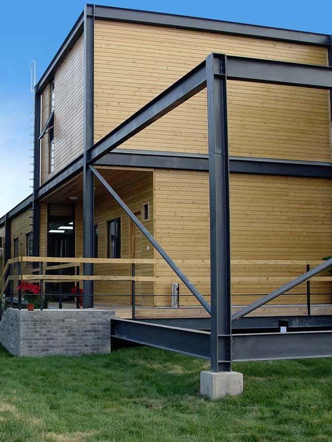 Casas baratas: estrutura de aço e madeira confere resistência, durabilidade e beleza para a obra