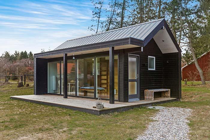 Casa barata de aço com parede frontal de vidro