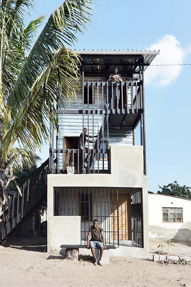Casa barata com três pavimentos