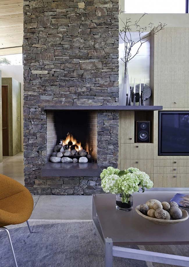 Pedras na parede e para decorar a frente da lareira