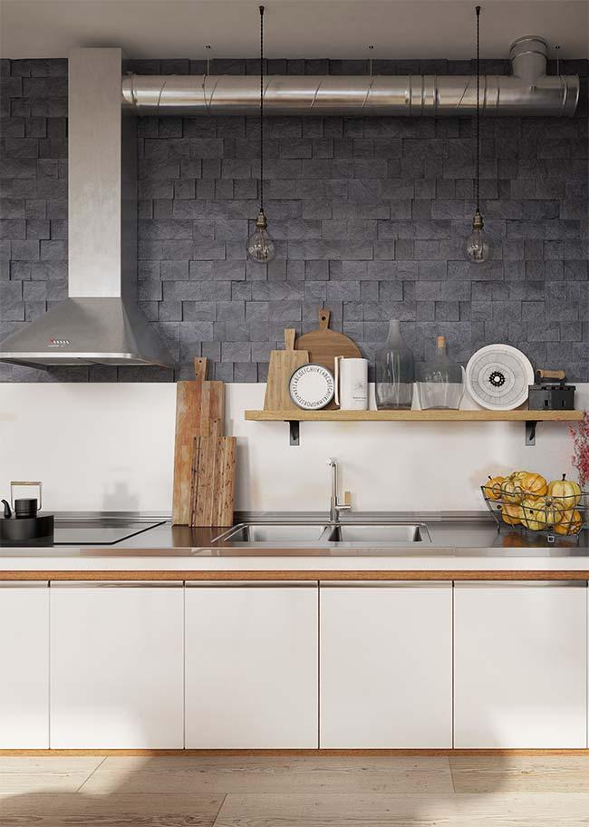 Pedras decorativas: mosaicos de ardósia cinza polida revestem essa cozinha