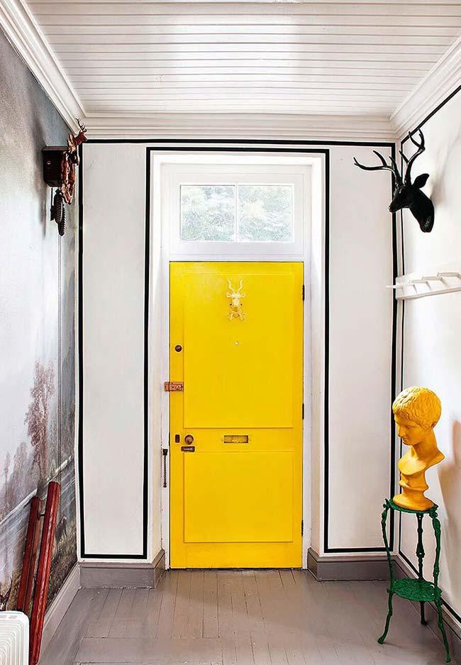 Decoração com fita isolante preta para decorar o hall de entrada