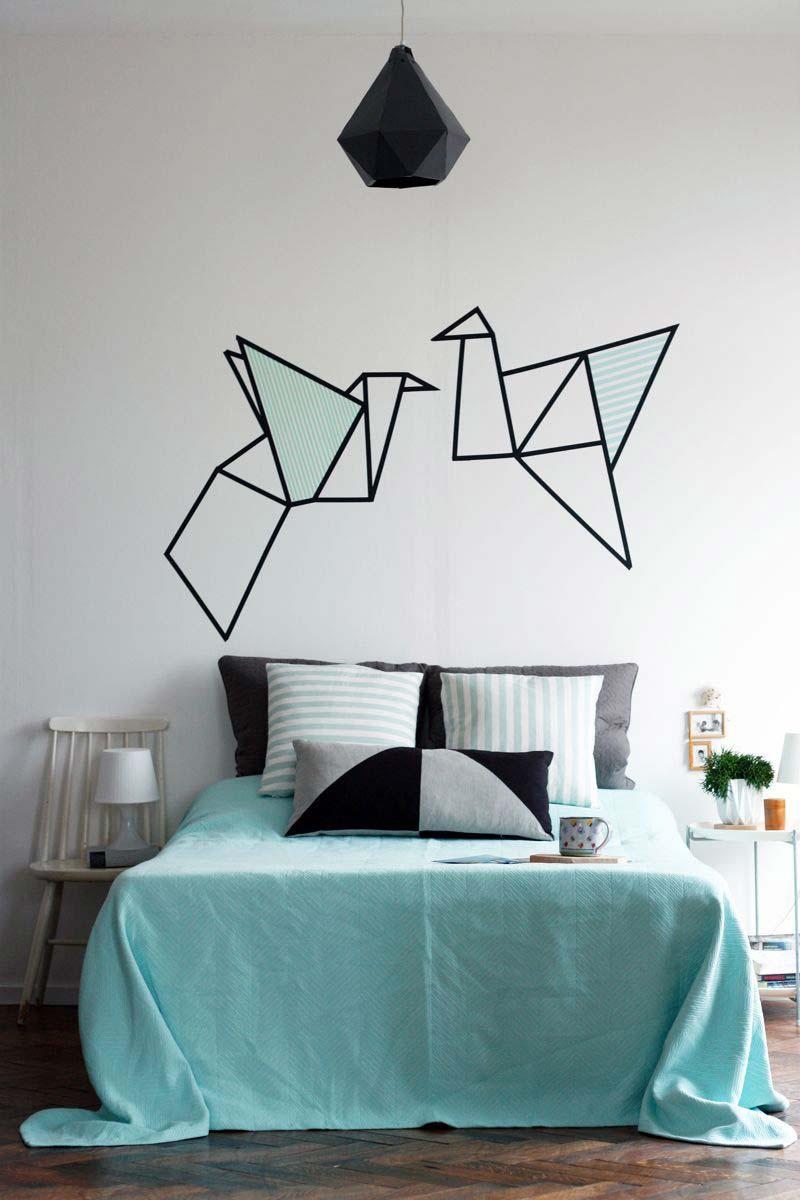Pássaros voando sobre a cama