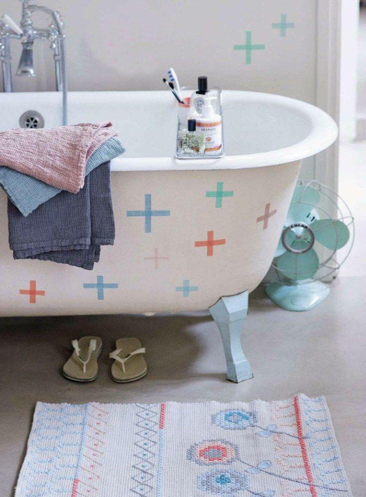 Decoração com fita isolante: banheira também entrou na onda da fita isolante