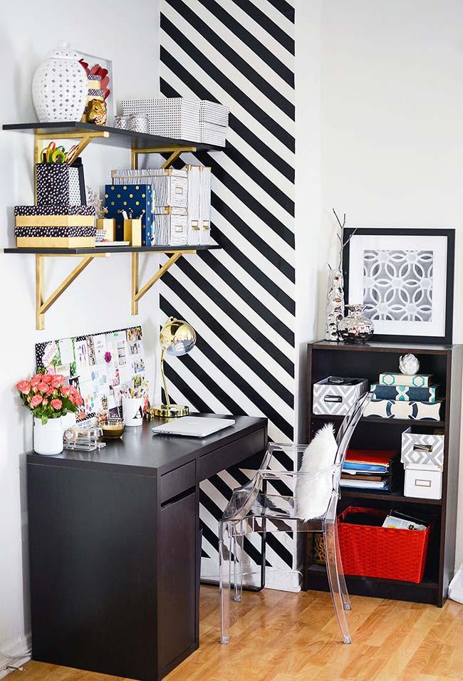 Decoração com fita isolante: valorize uma parte do quarto usando fita isolante na parede