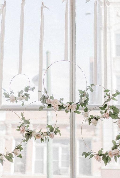 Flores para casamento: arcos estão na moda; esses foram feitos com gardênias