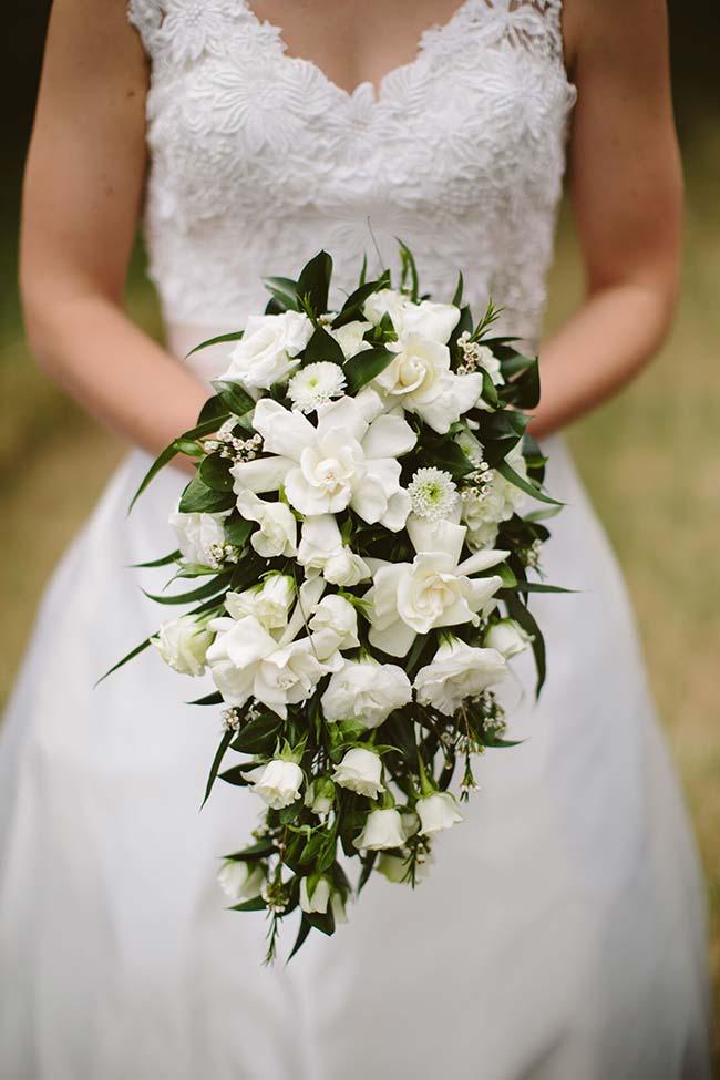 Flores para casamento: buquê de noiva feito com as branquíssimas gardênias
