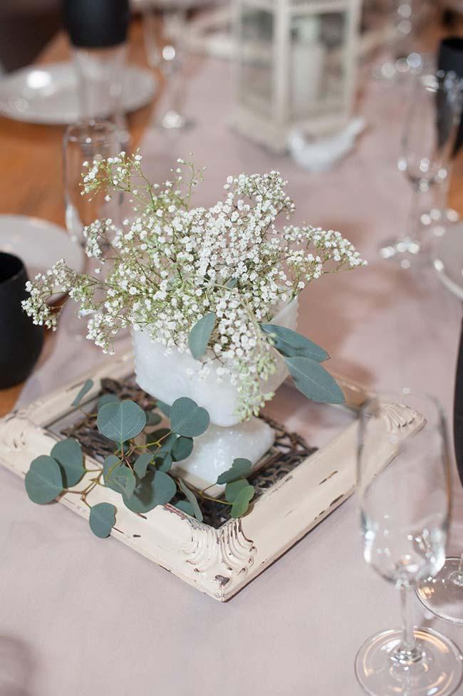 Composição simples de mosquitinho para decorar a mesa