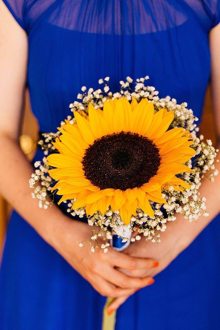 Flores para casamento: uma única flor de girassol já é suficiente para montar esse buquê; as gispsofilas completam o arranjo