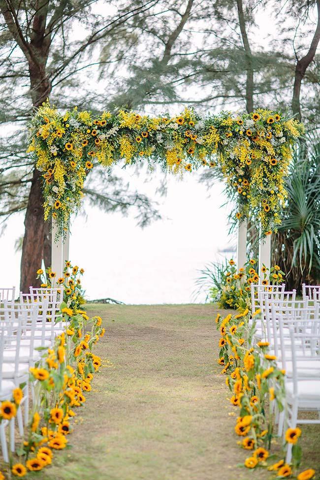 Para quem ama girassol, essa decoração é perfeita e impressiona pela beleza alegre e radiante