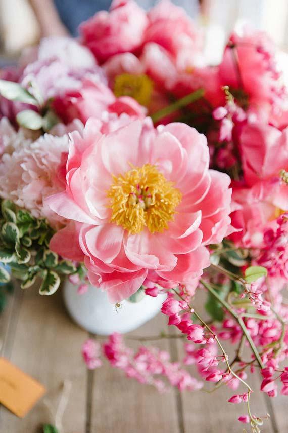 Flores para casamento: peônias podem compor arranjos sofisticados ou simples