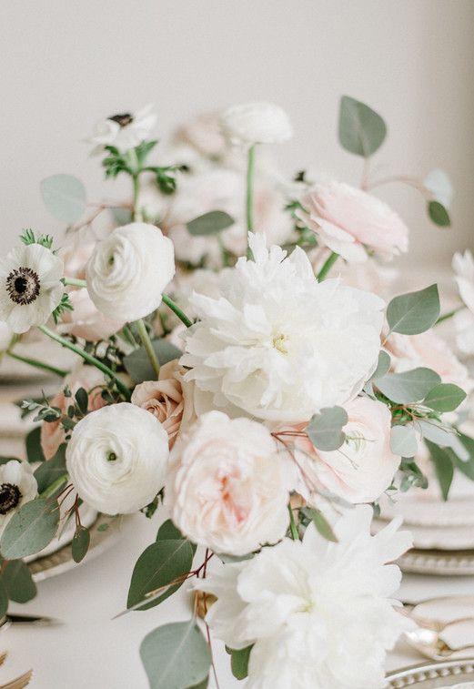 Flores para casamento: para quem prefere uma decoração de casamento clean, pode usar peônias brancas