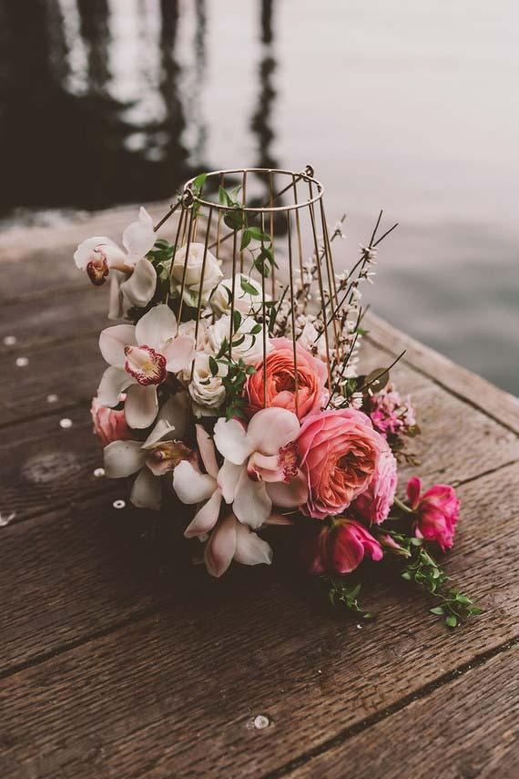Flores de peônias e orquídeas