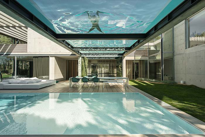 A incrível casa com uma piscina no teto