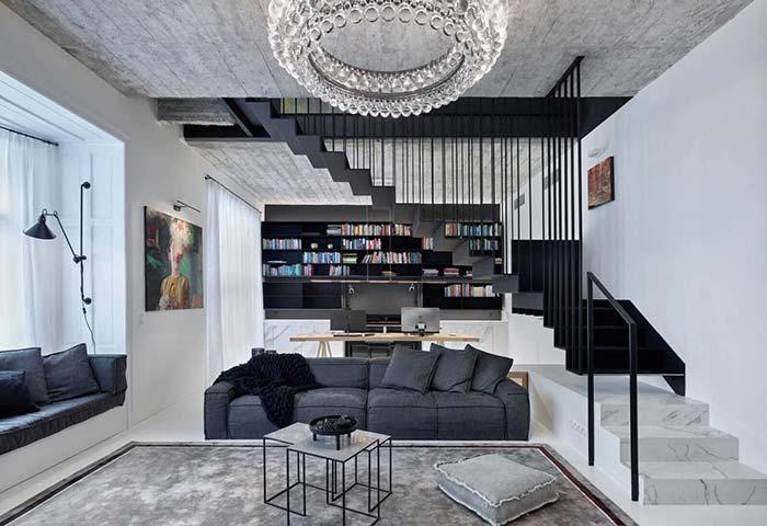 Lustre de cristal, escada de mármore e teto de concreto aparente: tudo isso para criar um visual moderno e sofisticado para a casa