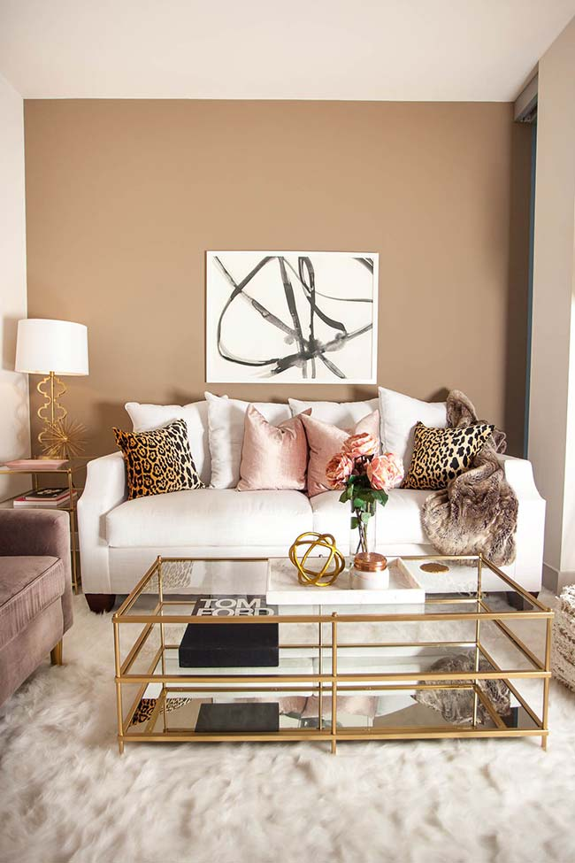 Chique, ousado e glamouroso: dourado combinado à estampa de oncinha e tons de rosa