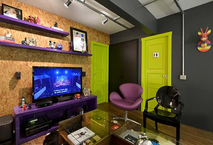Uma sala cheia de contrastes e estilo