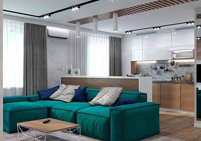 Cores para sala: verde azulado do sofá traz um novo ânimo para a sala cinzenta