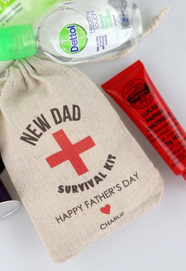 Ideia criativa para homenagear seu pai: saquinho de sobrevivência que promete deixá-lo novo em folha
