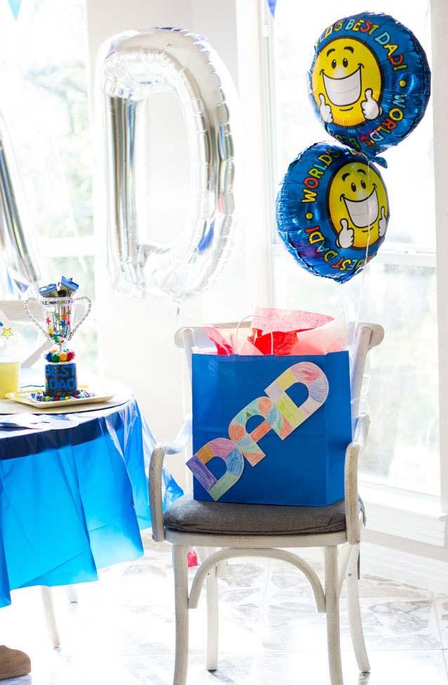 Alguns balões e uma sacola surpresa já são suficientes para garantir o dia dos pais