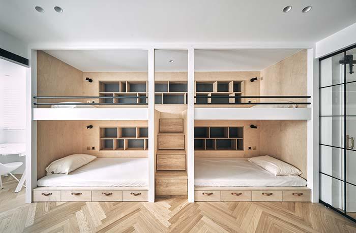 Dormitório coletivo conta com uma parede aos fundos cheia de nichos para quarto