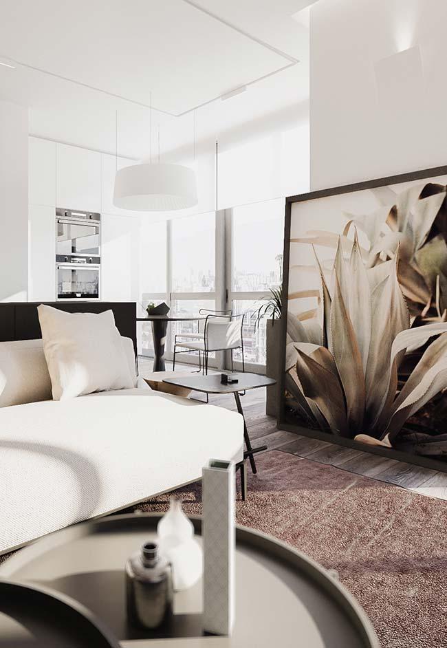 Uma sala de decoração clássica, mas com um jeito bem moderninho de apresentar o quadro