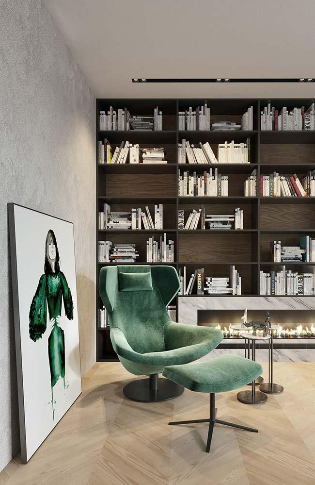 Verde como a poltrona: a figura da mulher no quadro é uma presença viva na sala de estar