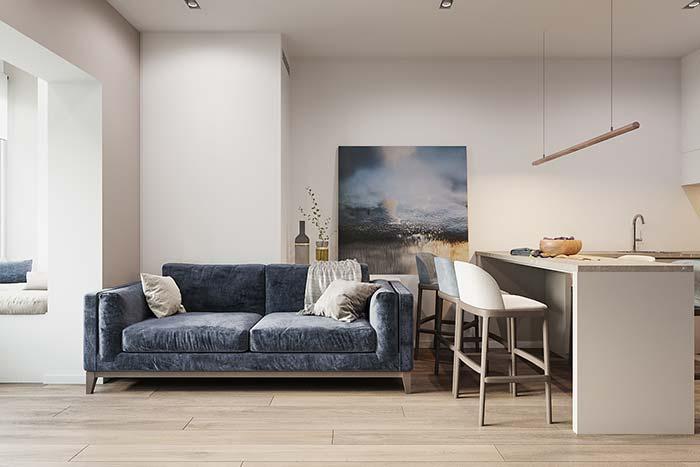 Nessa sala, o sofá parece parte integrante do quadro, tamanha semelhança de cores e textura entre ambos