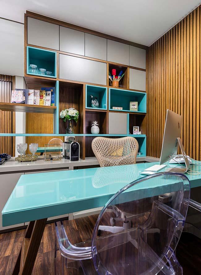 Móvel laqueado: azul celeste nos móveis laqueados traz toque de cor suave para o escritório