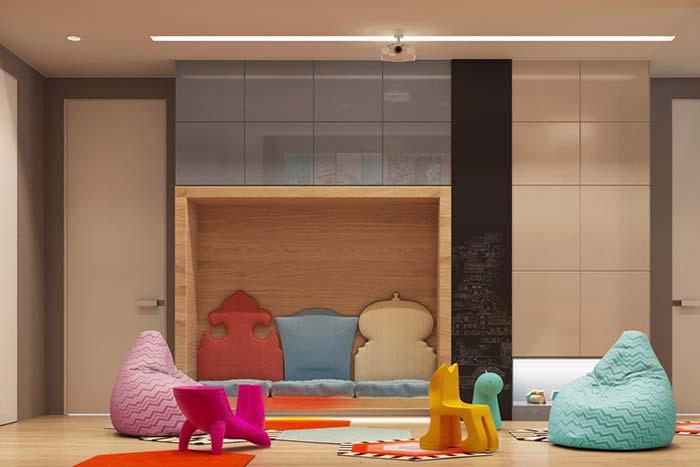 Móveis laqueados: quarto infantil com armários laqueados e sem puxadores