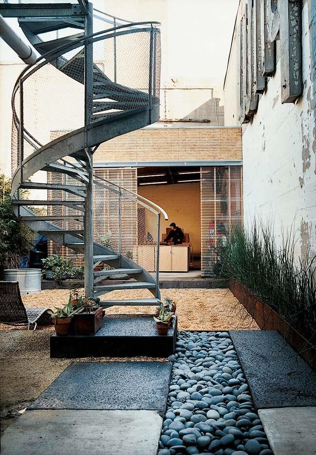 Outra ideia de escada espiral para a área externa das casas