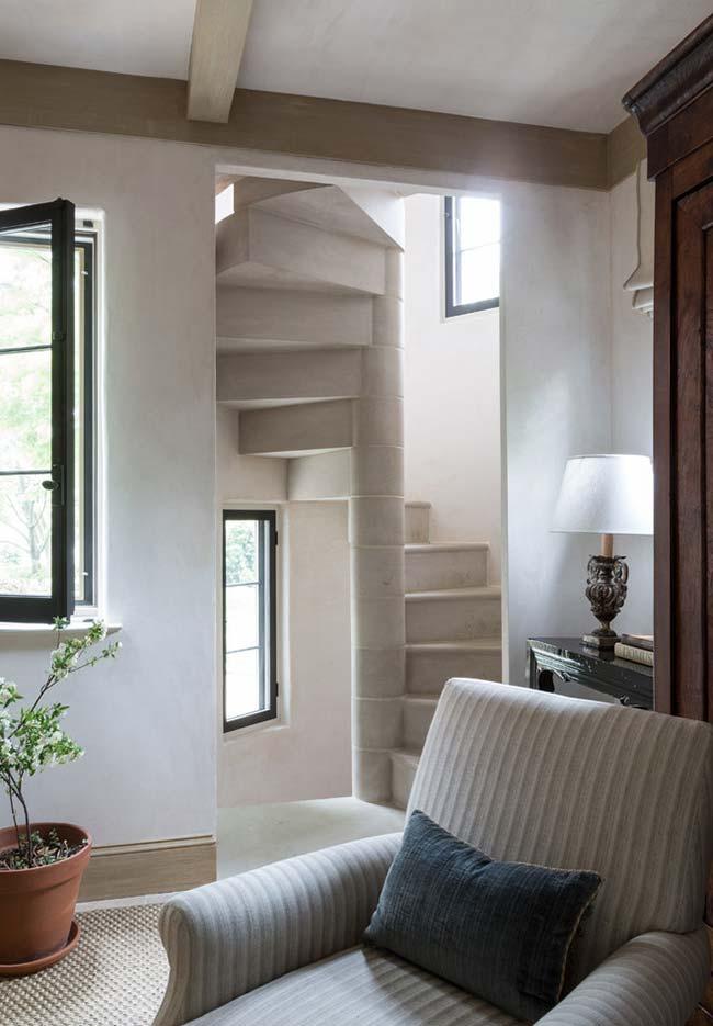 Escada espiral de canto