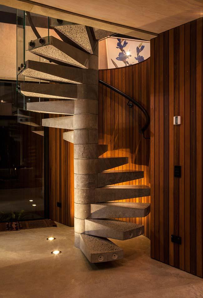 Escada espiral de concreto também com encaixe central