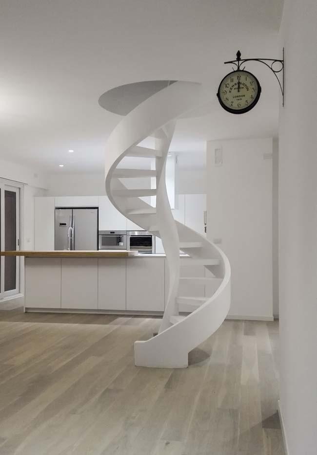 Desenho simples de escada espiral que se desenrola da abertura do teto