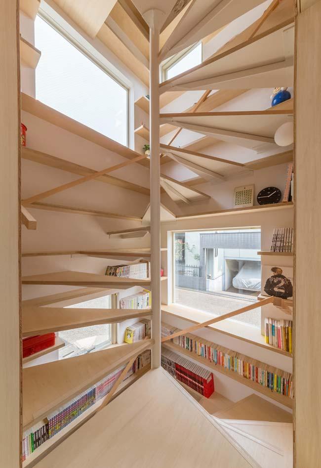 Aproveite todos os espaços, inclusive no nicho da escada