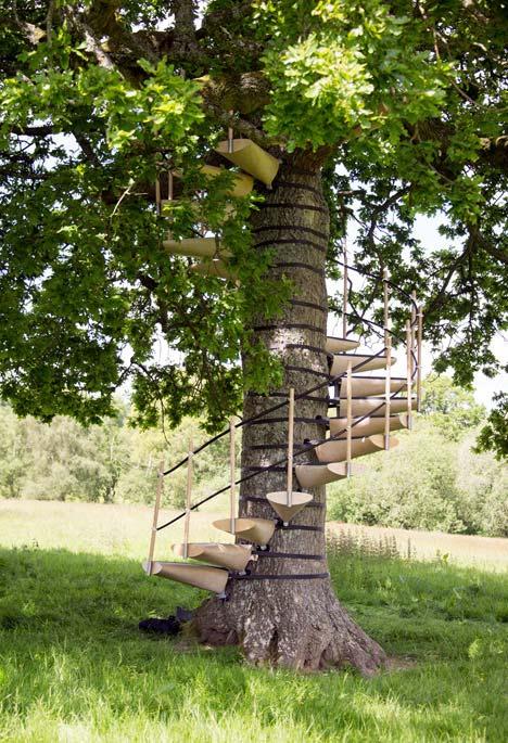 Escada espiral também para chegar a sua casa na árvore