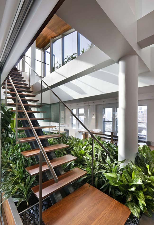 Pode ser um jardim, mas também pode ser uma mini floresta embaixo da escada
