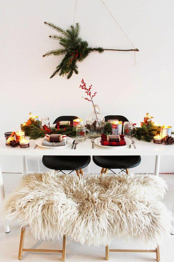 Use ramos e galhos de árvores (especialmente o pinheiro) na decoração da sua mesa de Natal