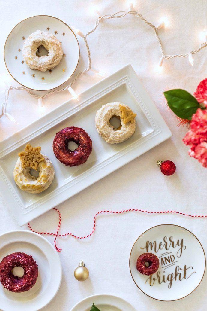 Substitua as famosas bolas coloridas de natal por donuts e rosquinhas confeitadas e coloridas