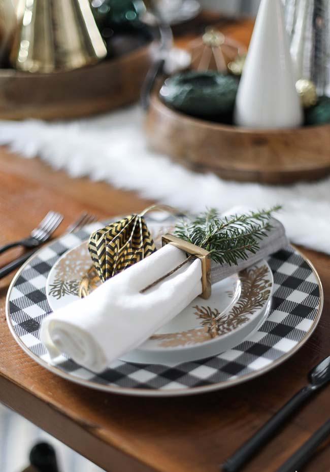 Um raminho de alecrim para perfumar os guardanapos da sua mesa de Natal